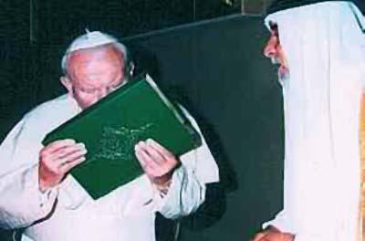 Paus mencium Al-Quran