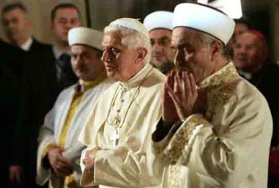 pope praying at masjid
